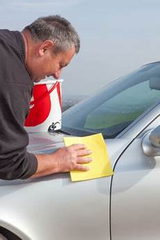 so entfernen sie aufkleber vom auto ohne den lack zu