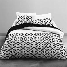 lit 2 personnes blanc parure de lit 2 personnes imprim 233 g 233 om 233 trique linge de lit noir blanc kiabi 30 00