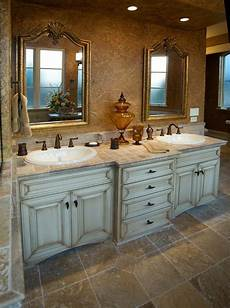 Bathroom Ideas Cabinets by Best 20 Distressed Kitchen Cabinets Ideas On