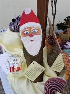 weihnachtsmänner aus holz selber machen st nikolaus aus rund holz gesicht handgemalt malen auf