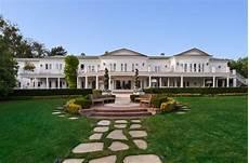maison a los angeles fashion designer max azria lists los angeles mega mansion for 85 million homes of the rich