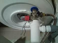 chauffe eau qui coule le probl 232 me du chauffe eau qui coule le comptoir web