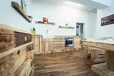 küche selber bauen aus europaletten palettenm 246 bel k 252 che suche arredamento cucine e