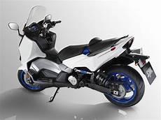 nouveauté maxi scooter 2019 le tl un maxi scooter avec un nouveau moteur bicylindre