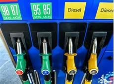 Le Prix Du Diesel Rejoint Celui De L Essence 224 La Pompe