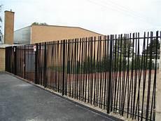 cloture de jardin cl 244 ture de jardin 224 barreaudage en m 233 tal modulaire