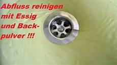 abfluss reinigen mit backpulver und essig lifehack abfluss reinigen mit essig und backpulver