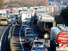 grève des routiers 2017 routiers le gouvernement r 233 unit tous les acteurs menace de gr 232 ve 233 largie 224 partir du 10