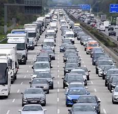Einspurige Fahrbahn Bringt Staus Auf Der A5 Welt