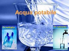 acqua in bottiglia o rubinetto acqua potabile in costa rica