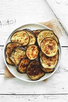 cucina teramana ricette tradizioni idee per nuovi piatti del territorio teramano e abruzzese primi piatti veloci melanzane grigliate forma rotonda piatto bianco rotondo ricette idee