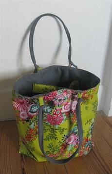 sac en tissu sac tissu enduit fleuri pom pom grise