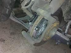 changer plaquette de frein arriere tuto changement des plaquettes de freins sur clio ii