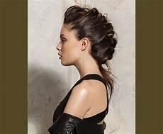 treccia attaccata alla testa laterale 4 acconciature da cerimonia capelli lunghi e medi da