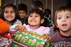 weihnachten im schuhkarton quot genauso wichtig wie kleidung