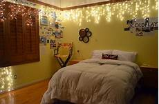 White Bedroom Ideas With Lights by Lightshare Twinkling Light Ideas For The Cozy Bedroom