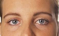augen schminken lidschatten auftragen schminken