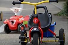 fahrzeuge für kinder ab 2 kinderfahrzeuge vom rutscher zum radl ist alles dabei