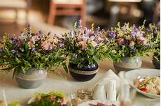 lavande pour mariage floral arrangements from lavender and herbs stock photo