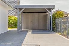 carport geschlossen mit tor carports botanica darauf hat ihr garten gewartet