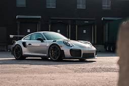 Photo Gallery 2018 Porsche 911 GT2 RS  CAR