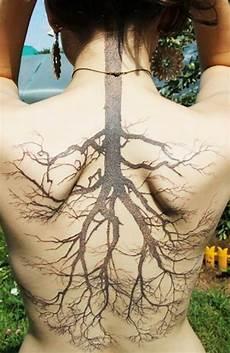 Frauen Rücken - die besten 25 baum r 252 cken ideen auf