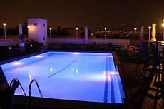 lumiere de piscine choisir l illumination de votre piscine guidepiscines fr