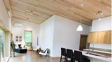 materiaux pour plafond plafonds choisir entre une finition de gypse et de bois