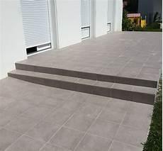 carrelage pour terrasse terrasse carrelage et travertin fa 231 ade et terrasse