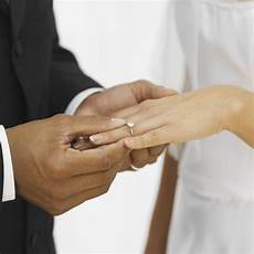 why do wear a wedding ring the right our everyday life