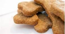 ricetta per biscotti fatti in casa biscotti per cani fatti in casa ricetta biscotti per cani