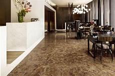 pavimento marrone piastrelle ceramica effetto marmo marrone emperador gani
