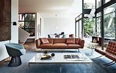 salon design contemporain sofa en cuir cognac et chaise design pour un salon