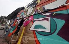 Graffiti Malvorlagen Jepang Graffiti Artist Asal Jepang Suiko Melukis Mural Di Bandung