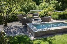 Terrassengestaltung Mit Wasser - pools und brunnen f 252 r kleine g 228 rten und terrassen