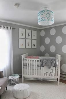 babyzimmer gestalten neutral wandfarbe grau und wand streichen muster wei 223 e punkte f 252 r