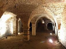 cave architecture wikip 233 dia