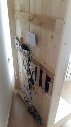 kabel verstecken ideen tv r 252 ckwand selbst bauen alle kabel verschwinden hinter der holzwand einrichtung in 2019
