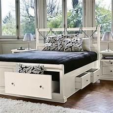 letti matrimoniali in legno con contenitore letto matrimoniale in legno bianco con cassettoni