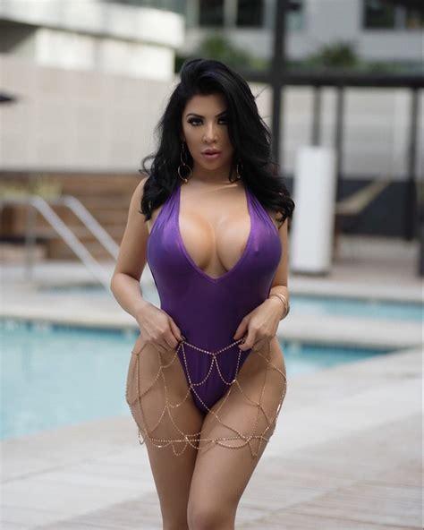Valeria Marini Ass