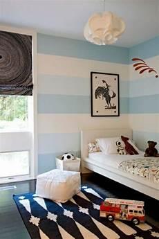 kinderzimmer deko wand streifen wand streichen deko idee wei 223 blau junge kr 252 mel