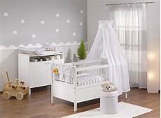 Babyzimmer Grau In 2019 Babyzimmer Wandgestaltung