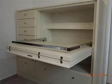 Schreibtisch Im Schrank Integriert - schrank mit ausklappbarem schreibtisch in eschweiler