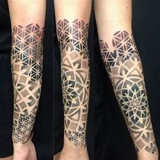 arm frau mandala mandala symbolism and interpretation lifestyle