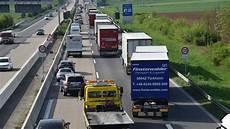 Sandhausen Unfall Auf A5 Mit Zwei Fahrzeugen