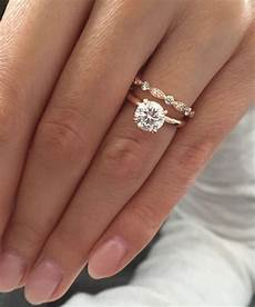 what s the difference between an engagement wedding ring