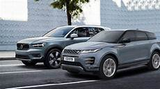 2020 range rover evoque vs 2018 volvo xc40