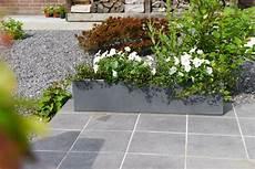 blumenkübel aus beton blumenkasten balkonkasten aus beton quot flobo quot 80 cm grau
