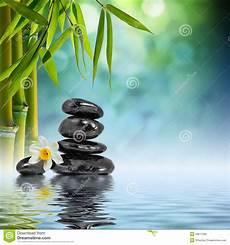 Wasser Und Steine - steine und bambus auf dem wasser stockbild bild
