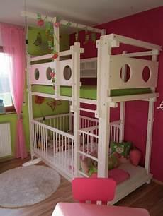 hochbett kleinkind etagenbett mit babybett bett kinderzimmer hochbetten